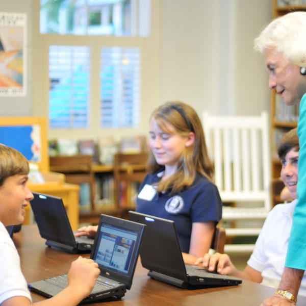 Justice Sandra Day O'Connor helping students with the online game