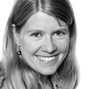 Dr. Sarah Parcak headshot